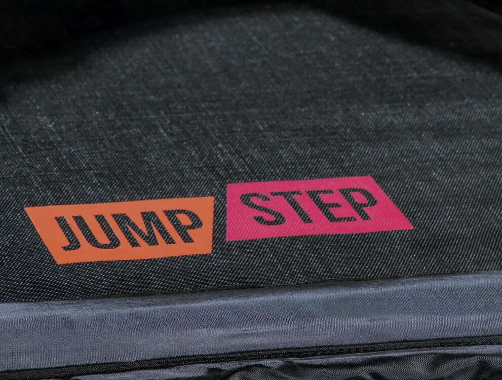 Extremely tear-resistant jumping mat